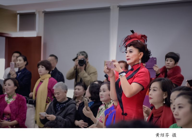 """""""霓裳丽人""""系列影展一一黄绍芬摄影作品"""